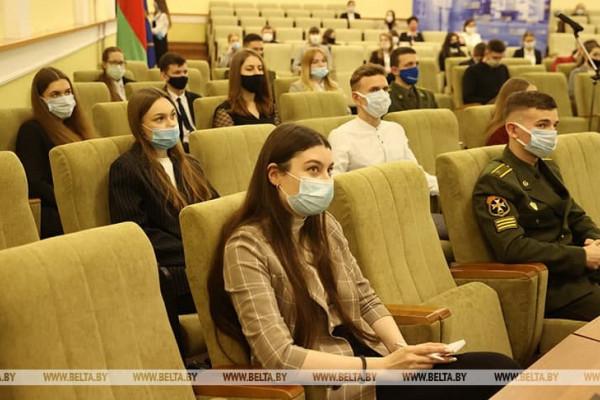 Студенты факультета экономики и управления приняли участие во встрече Президента Республики Беларусь со студенческой молодежью в онлайн-формате